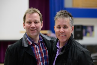 Profeten Tom Bedford i City Kirken i Taastrup sammen med pastor Claus Mester-Christensen.